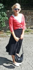 Outfit: DDR-Kordrock mit Punkten