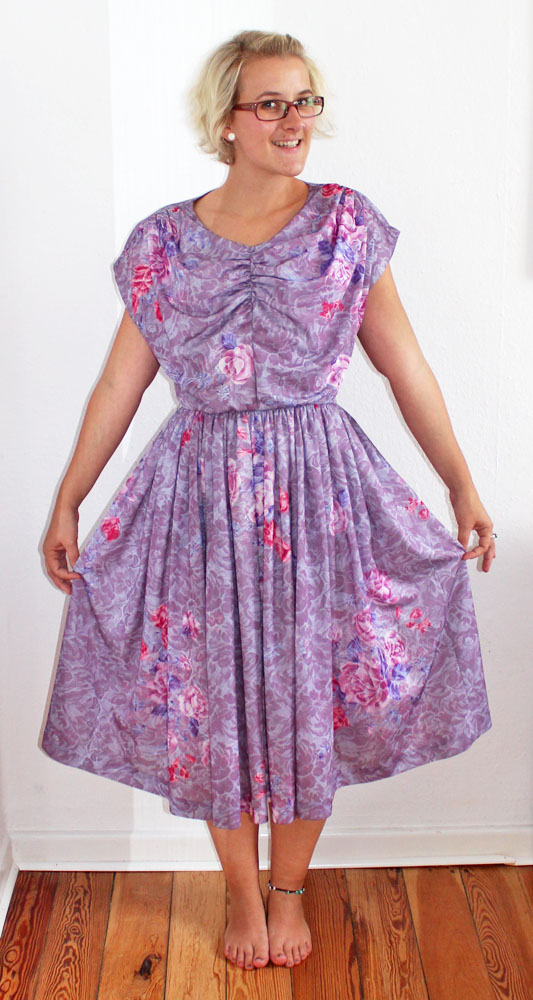 Thrifty Throwback Thursday: Omas Festkleid